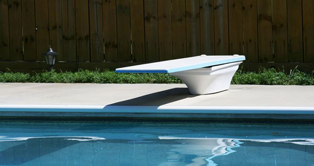 Residential swimming pools equipped with a diving board bnq